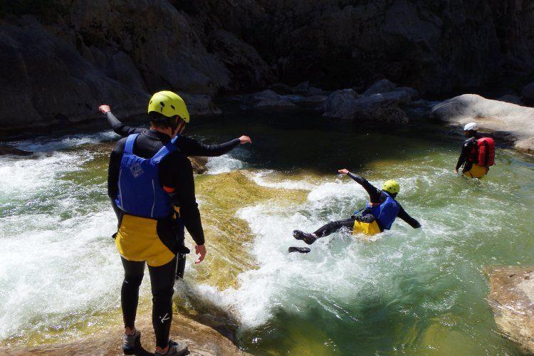 Basic canyoning Cetina rivier - Zadvarje bij Omiš Kroatië