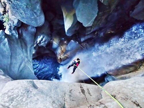 Heli accessed canyoning Ticino Zwitserland