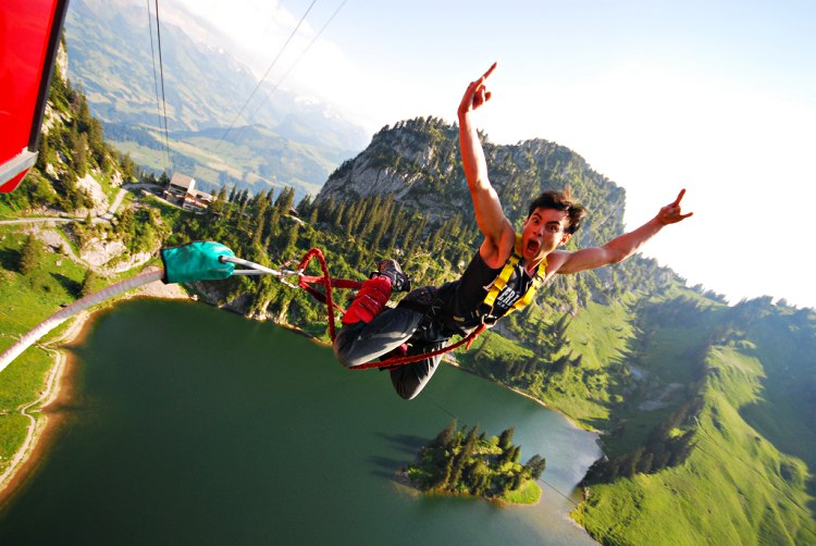 Bungeejump Stockhorn Interlaken Zwitserland