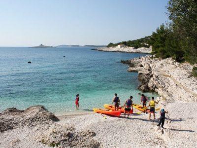 Zee kajakken en snorkelen Hvar Dalmatië Kroatië