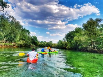 Kajakken Cetina rivier Sinj Kroatië