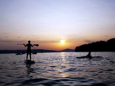 Suppen bij zonsondergang in Split Kroatië