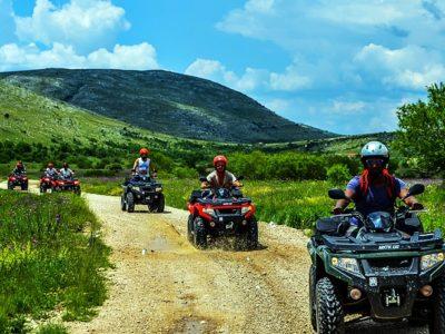 Quad rijden door de bergen met BBQ vanuit Split Kroatië